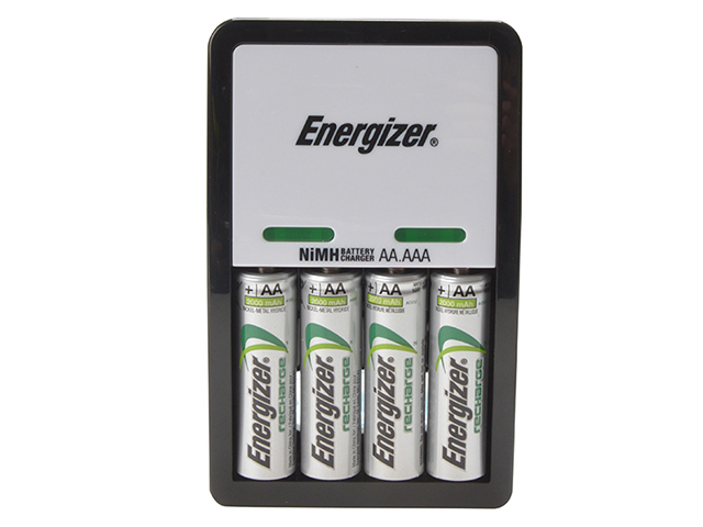 Energizer® Compact Charger + 4 x AA 1300 mAh Batteries ENGCOMPAC